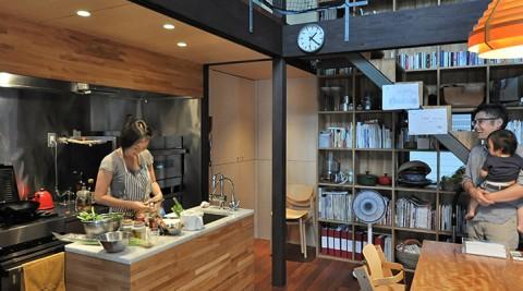 建築家自邸の3つのこだわり食と向きあい、クルマと音楽を楽しむ