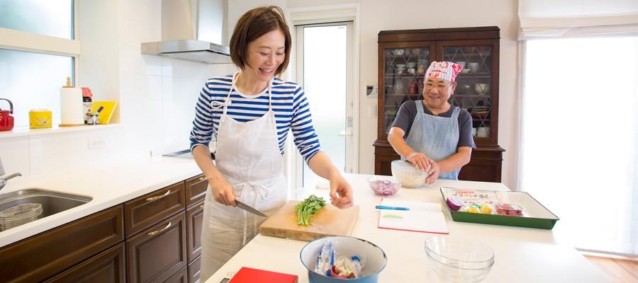 工夫を凝らして快適に料理のアイデアが膨らむ和めるキッチン