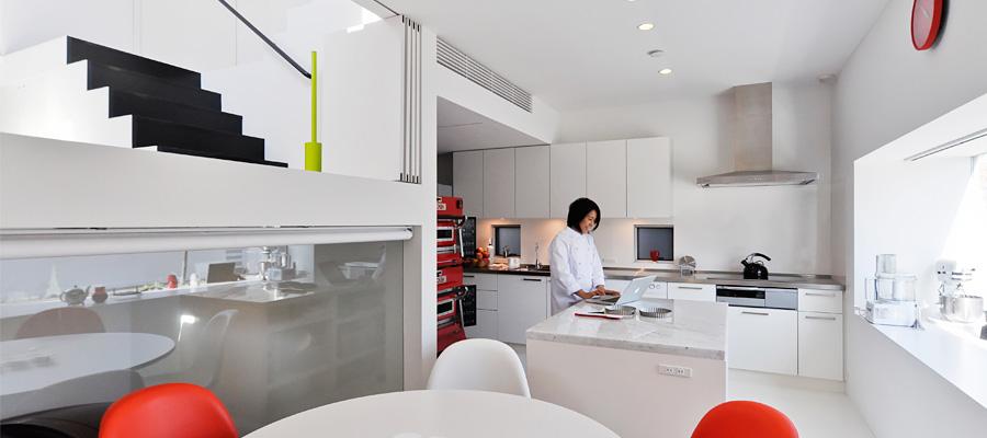 """パティシエがこだわった家づくり  広めのキッチンと """"わくわくする""""空間"""