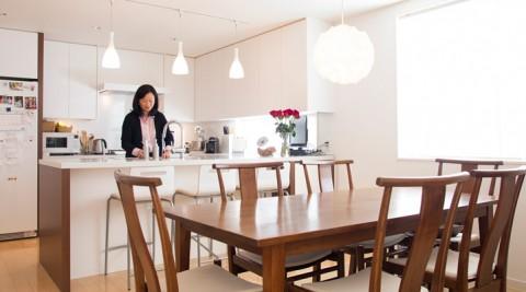デンマークにアジアをミックスシンプルかつスピリチュアル集う人が和む家