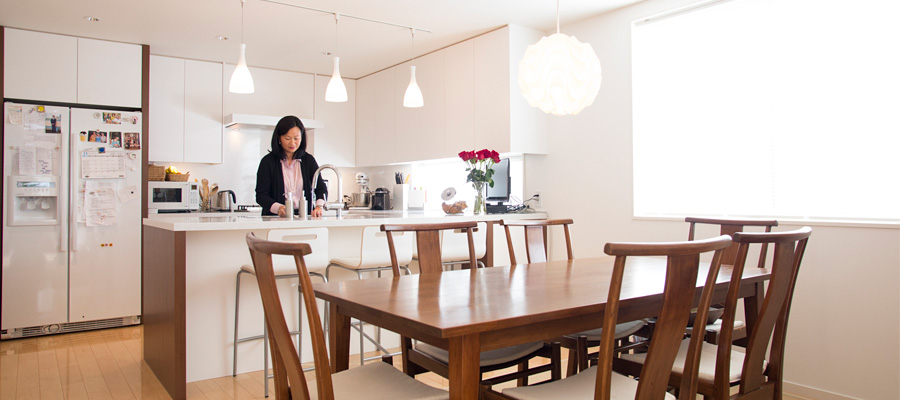 デンマークにアジアをミックス  シンプルかつスピリチュアル 集う人が和む家