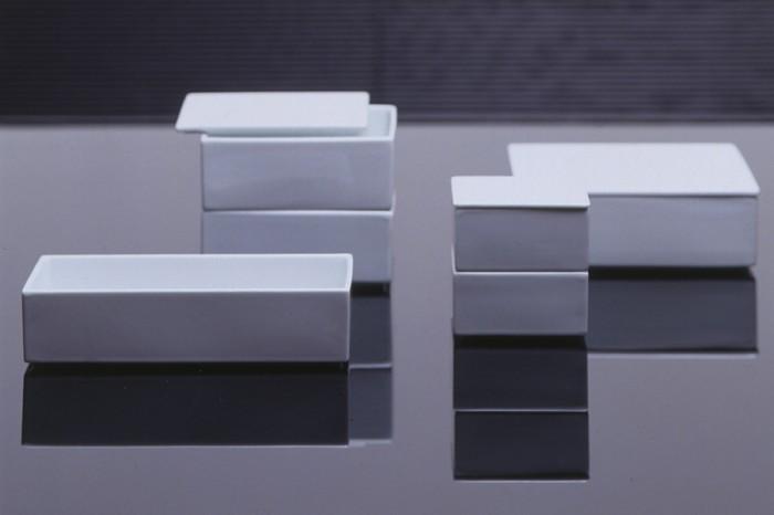 左から長角身 W200 D100 H48mm ¥3,990 蓋 W200 D100 H5mm ¥1,470 正角身(中) W130 D130 H53mm ¥3,045 蓋(中) W130 D130 H5mm ¥1,155 正角身(小) W85 D85 H43mm ¥1,575 蓋(小) W85 D85 H5mm ¥840 正角身(大) W165 D165 H53mm ¥4,410 蓋(大) W165 D165 H5mm ¥1,575 以上TIME & STYLEオリジナル/TIME & STYLE MIDTOWN