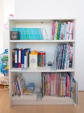本棚なども家族で組み立てた。電動ドリルが活躍。
