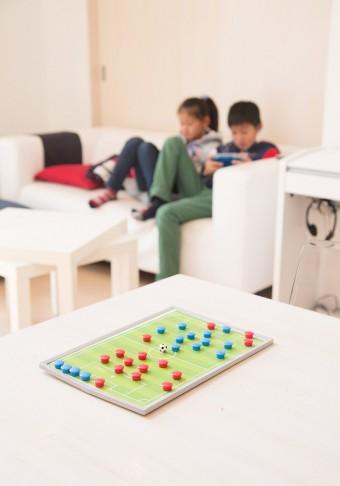 サッカーを習っている耕太郎君、あおいちゃんのために、中野さんがお手製でサッカーボードを作成。