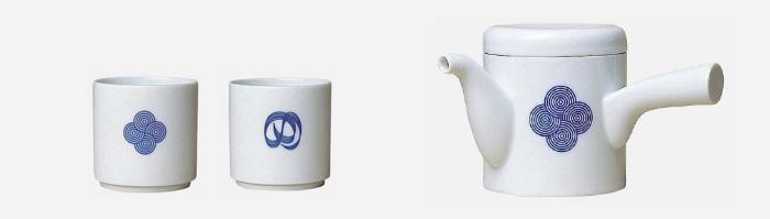 左から湯呑(丸紋・結び紋) φ65 H65mm 各¥1,575 急須(丸紋) W140 D120 H95mm ¥4,200 ともに柳宗理/designshop
