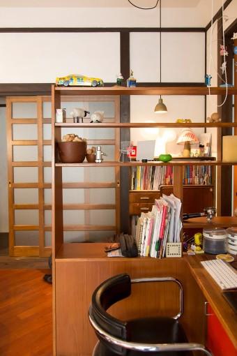 シックでナチュラルなイギリスのヴィンテージ家具が、部屋に溶け込む。