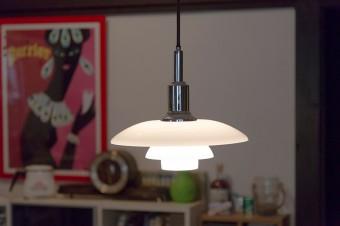 森さんの夫のお気に入り。デンマークのブランド、ルイス・ポールセンのライト。