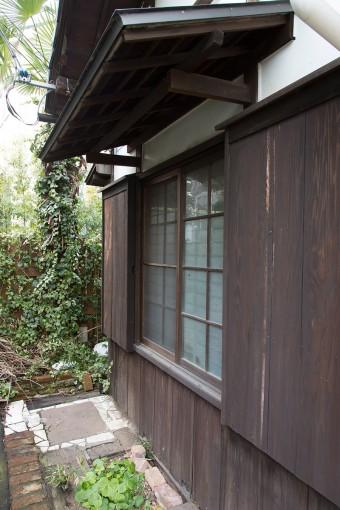 昔のままの木の外壁。懐かしいムードが漂う。
