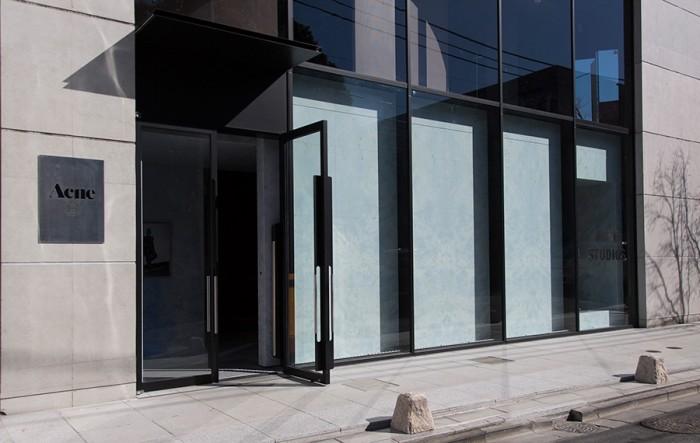 店舗を構えたのは、「10 corso como COMME des GARÇONS(ディエチ コルソ コモ コム デ ギャルソン)」の跡地。ファッションの流行発信地青山の景色がまたひとつ変貌を遂げた。