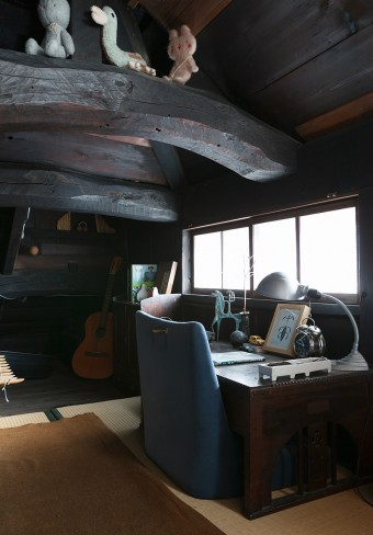 白倉邸のハイライト! 中2階の謎のスペースだったところは、書斎として使用中。