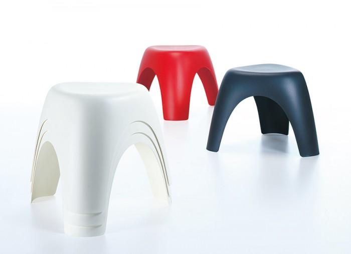 エレファントスツール W510 D465 H370mm ホワイト・ブラック(レッドは現在取扱いなし) 各¥10,500 Vitra Design Museum/hhstyle.com 青山本店