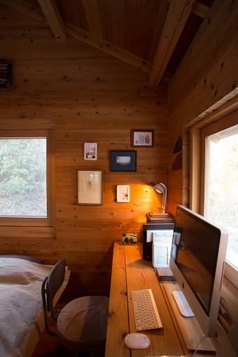 天井もさることながら、屋根も木で葺いている。床に入れた断熱材も含めて屋根のルーフィング以外全ての材料が木でできている。