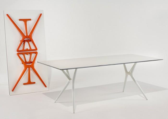 スプーンテーブル W1600 D800 H720mm ブラック・ホワイト・ホワイト×オレンジ 各¥192,600 以上Kartell/TOYO KITCHEN STYLE.