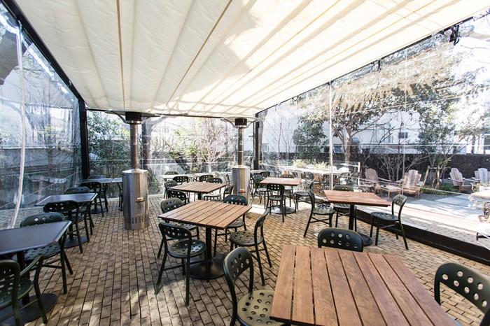 横山さんと客人も愉しんだ庭の桜はオープンテラスでどうぞ。