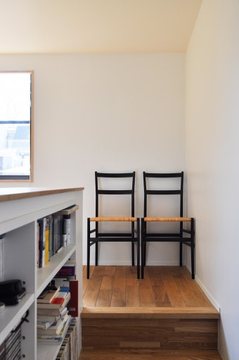 3階コーナーに置かれたスーパーレジェーラ。「こんなきれいな椅子は見たことない」と気に入り、新築祝いに購入。