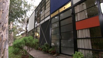 実験住宅として建てられたイームズの自邸。© First Run Features.