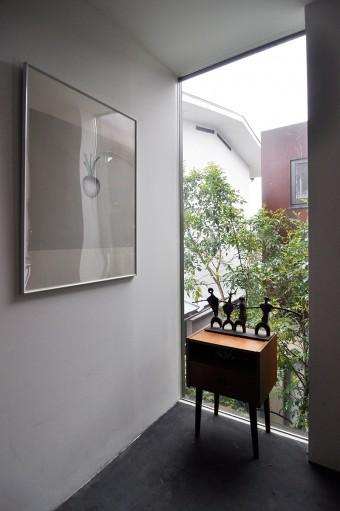 2階に上がったところで、滝川さんのお父様が制作された彫刻が迎えてくれる。