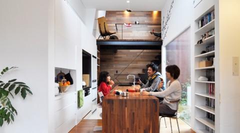 """素材にこだわった開放的空間さりげなく""""自然志向""""の家。"""