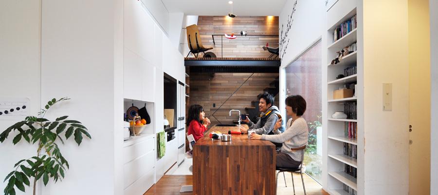 """素材にこだわりつくった開放的空間 さりげなく、 """"自然志向""""の家。"""