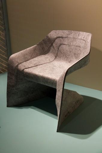 「Hemp Chair」Werner Aisslingerデザイン。ポリエステル繊維を熱加工。軽く強度があり、リサイクル可能。