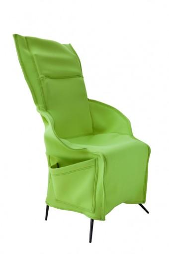 「Filzka Armchair」Borek Sipekデザイン。