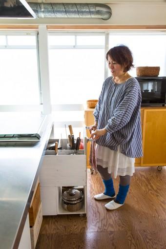 調理器具も形やサイズに合わせてすっきりと収納。出したらしまう、が鉄則。