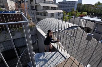 屋上へは2階から螺旋階段で上がる。
