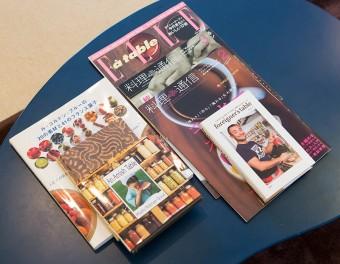 料理雑誌を見てレシピを研究。世界各国のベーキングを伝える。