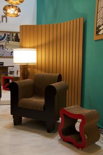 1人掛けソファ「Clorinda」、スツール「Sgas」、ライトスタンド「Barokka」。Sgasは中の空間に収納もでき、重ねることも可能。
