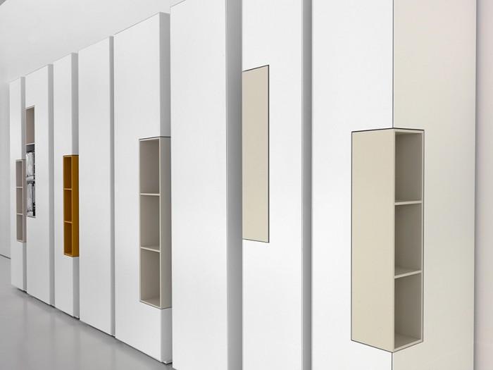 「inmotion」収納シリーズの一例。回転する隠し棚がアクセント。