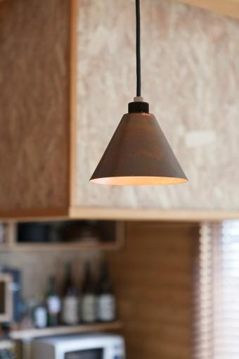 照明はひとつずつ気に入ったものを集めている。こちらはコンランショップのもの。