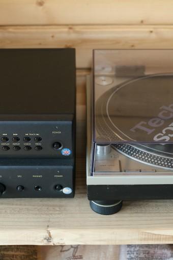 山口さんの趣味は音楽。物置にはアナログレコードが数百枚保管されている。