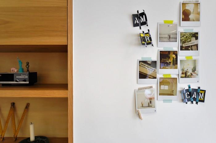 収納棚横の壁には、ハワイや代官山で撮った写真が貼ってある。テープの色にもこだわり貼り方も一工夫。