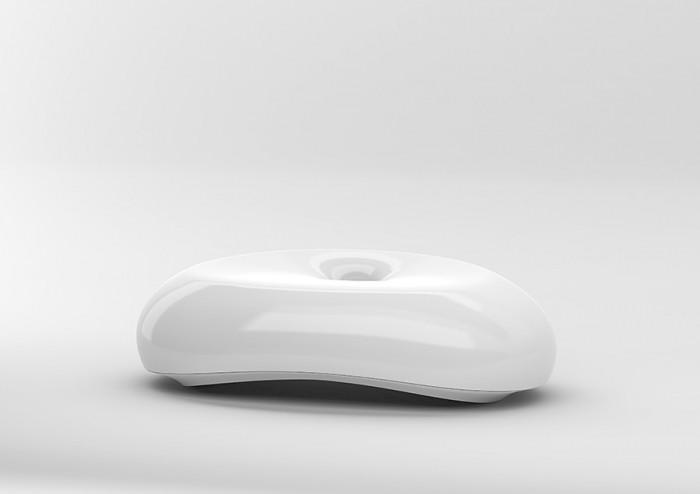 「OTTO」柳澤郷司デザイン。パソコンやスマートフォン用のマルチソケット。8つのデバイスに対応。コードの混乱状態を美しい有機的なフォルムの中に解決。