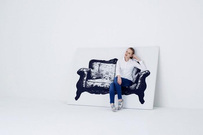 椅子が描かれたキャンバスは、実は椅子。伸縮性の高い布で木とアルミでできたフレームを覆ってある。