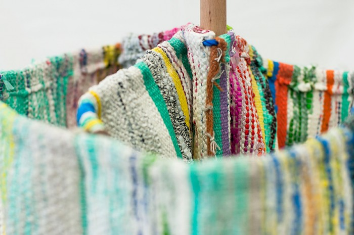 綿生産の伝統を持つエジプトの古くからある綿工場で製造。丈夫で耐久性に優れ、水や太陽、ほこりにも強い。 www.re-designstudio.net