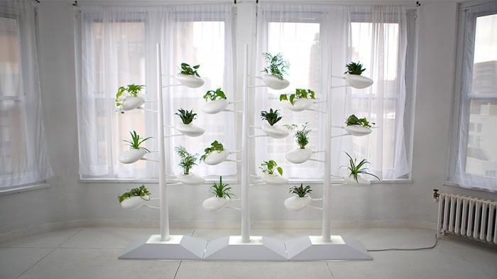 「The Live Screen」Danielle Trofeデザイン。都市生活シーンにおけるグリーンの新しい形を提案。単に観葉植物を置くのではなく、植物をインテリアと一体化させるのが目的。
