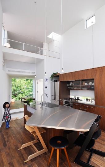 手前から、ダイニング、キッチン、玄関、〇〇。料理の上手な人たちが集まって月に1、2回、料理教室も開かれる。