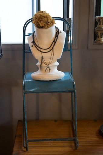繊細なネックレス。ダイヤを身近に取り入れられるデザインが人気。