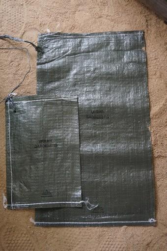 ガーデニング土嚢袋 Sサイズ W270 H320mm ¥1,269(10枚セット) Mサイズ W370 H610mm ¥2,100(10枚セット) ともにmondoverde