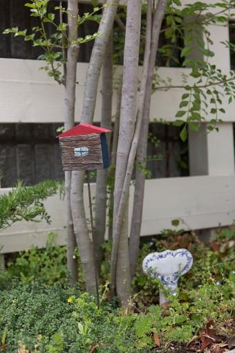 ガーデン用の手づくりグッズも活用してコーディネート。