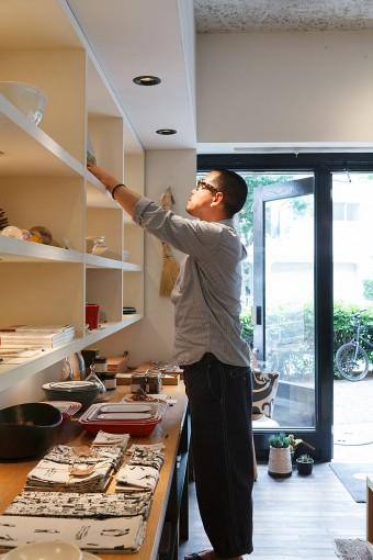 店長でバイヤーも務める池田陽介さん。