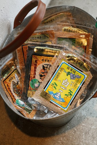 中原さん出身の鹿児島からは、ごまがセレクトされている。特に国産の金ごまは希少価値が高く、芳ばしい香りとプチプチとした食感が楽しめる。