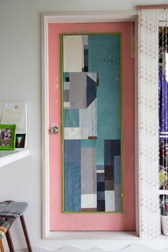 個展に出したドア。色の組み合わせがさすが! 内側は、オーガニック素材にこだわった。
