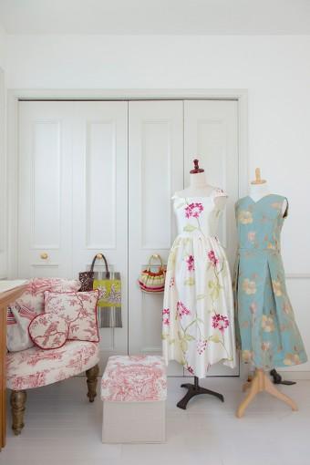 佐藤さん制作のドレスやバッグ。ため息が出るような美しさ。