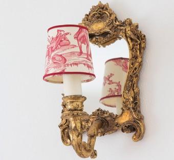 トワル・ド・ジュイ博物館で買ったミラー&照明。アトリエはこのカラーを基調としている。