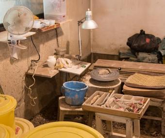 ここでwakaさんは轆轤を回している。少しずつ作風が変わり、今現在は益子産の粘土は使わない作品を作っているそう。