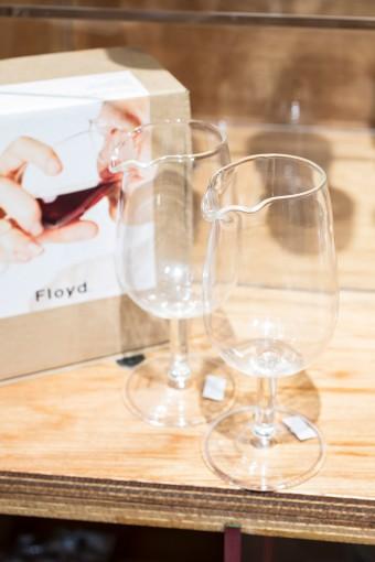 「鼻の形」に縁取られた飲み口が特徴のワイングラス。香りを思う存分楽しみながらストレスなくワインを飲むことができる。ワイン好きへの意表をついた贈り物としても◎ Tasting Wine Glass 1個¥1313