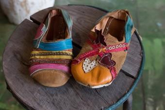 「うちの子ども用の靴です。キラキラかわいい靴にしたかったようで、ワッシャーを付けたいというので、縫い付けてあげました」