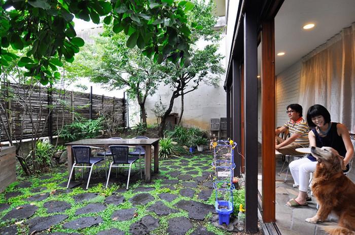 「仲良しの人とか来たりするとここでお茶するのが好きなんです」と奥さん。青沼さんはこの場所で「会社から帰ってきてもうみんな寝てる時に1人で外を眺めながらお酒を飲んだりすることがある」という。